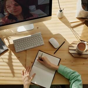 4 tips για να κερδίζεις πάντα τις εντυπώσεις σε συνεντεύξεις μέσω διαδικτύου