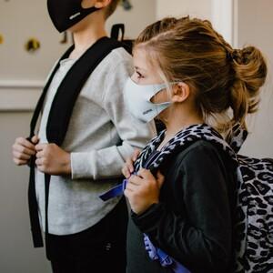 Τα παιδιά και οι ενήλικες παράγουν διαφορετικά αντισώματα του Covid19
