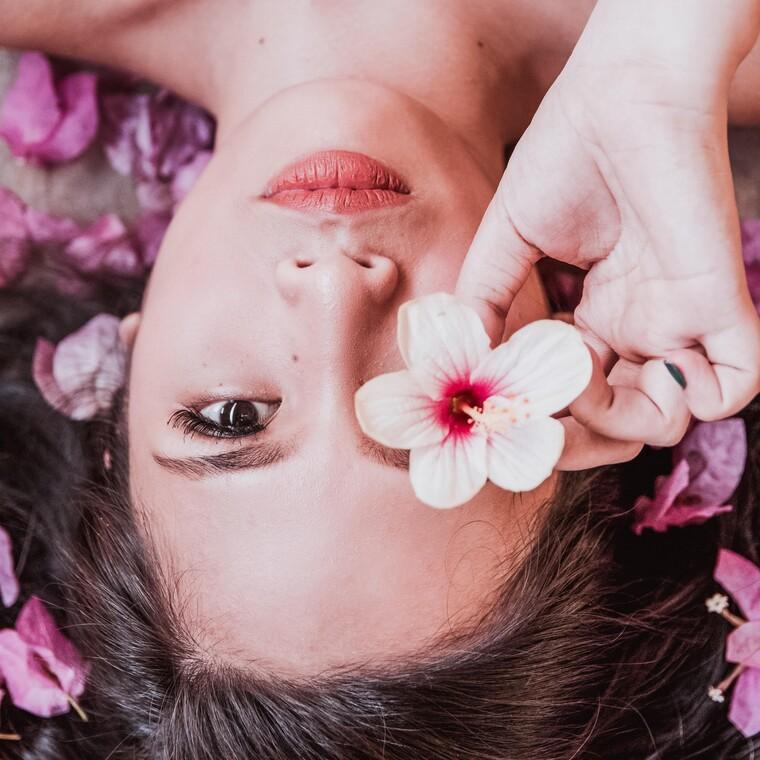 Κι όμως, το δέρμα μας είναι ο μεγαλύτερος καθρέφτης του άγχους μας
