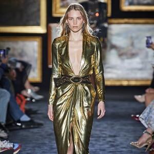 Το χρυσό είναι με διαφορά το πιο glam χρώμα του φετινού χειμώνα