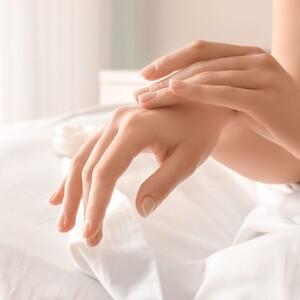 8 σπιτικές συνταγές ομορφιάς για να φροντίσεις τα χέρια σου