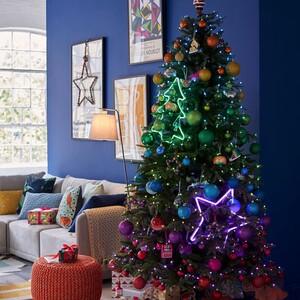 Merry and bright: Το neon trend στα καλύτερά του