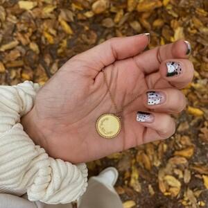 8 elegant κοσμήματα-γούρια για να υποδεχθείς με στυλ το νέο έτος