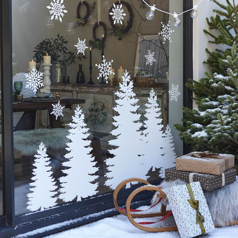 Ιδέες για να διακοσμήσεις το παράθυρο του σαλονιού σου αυτά τα Χριστούγεννα