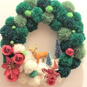 Pom pom wreath:Η νέα diy τάση στη χριστουγεννιάτικη διακόσμηση