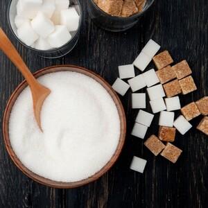 Πόσο κακό τελικά κάνει η ζάχαρη στην επιδερμίδα μας;