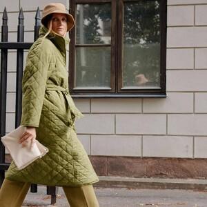 Τα grandma coats ήταν η πιο viral τάση στα πανωφόρια αυτή τη χρονιά