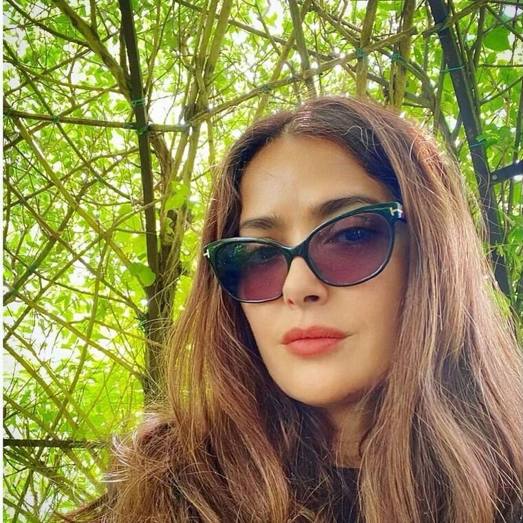 Η Salma Hayek μας δείχνει το απόλυτο smoothie που αναζωογονεί το δέρμα της