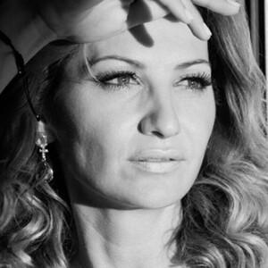 Γιάννα Τζίμα: «Η ευτυχία μας είμαστε εμείς οι ίδιοι, η ευημερία είναι θέμα σκέψης»