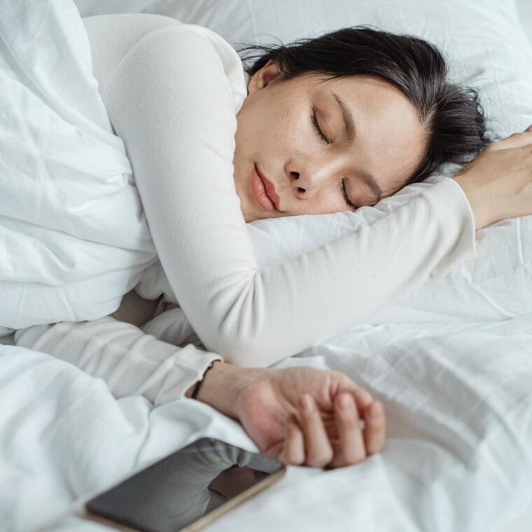 Μήπως τελικά οι γυναίκες χρειάζονται περισσότερο ύπνο απ' ότι οι άντρες;
