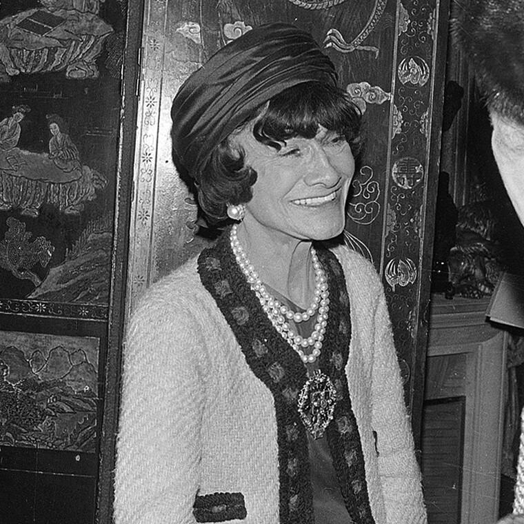 Πώς να φορέσεις τις πέρλες σύμφωνα με την Coco Chanel