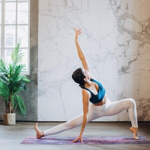 O λόγος που πρέπει να κάνουμε yoga με γυμνά πέλματα