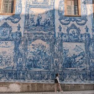 Azulejos:Η πορτογαλική τέχνη στα πλακάκια που μας ταξιδεύει σε άλλη εποχή