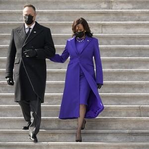 5+2 μωβ πανωφόρια που θα φορέσουμε, εμπνευσμένες από την Kamala Harris