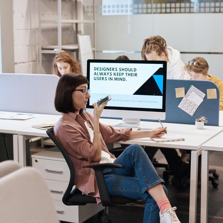 Οι περισσότεροι εργαζόμενοι νοσταλγούν το γραφείο τους σύμφωνα με έρευνα
