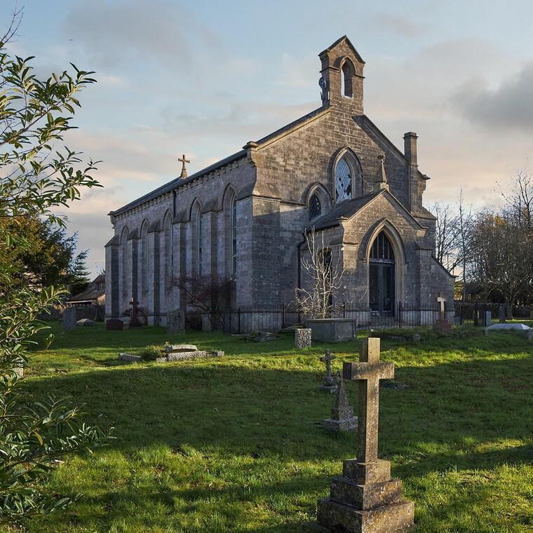 Πώς μια παλιά εκκλησία κρύβει μέσα της ένα μοντέρνο σπίτι γεμάτο ανέσεις
