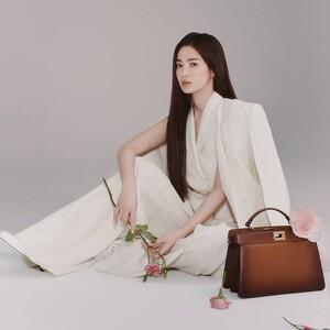 Song Hye-Kyo: Η πρώτη πρέσβειρα του Fendi από τη Ν. Κορέα